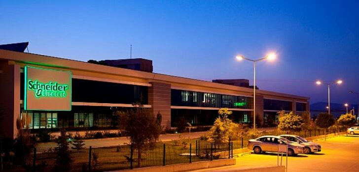 Schneider Electric, hem dünyada hem de Türkiye'de sürdürülebilirlik hedeflerine adım adım ulaşıyor