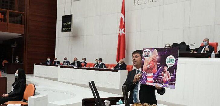 CHP'li Tutdere elindeki fotoğrafla haykırdı: tütün üreticilerimizi büyük sigara kartellerine feda ettiniz