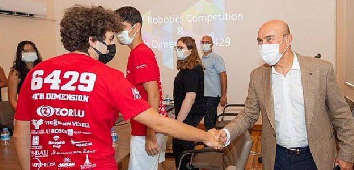 İzmir'in gururu gençlere Başkan Soyer'den tam destek