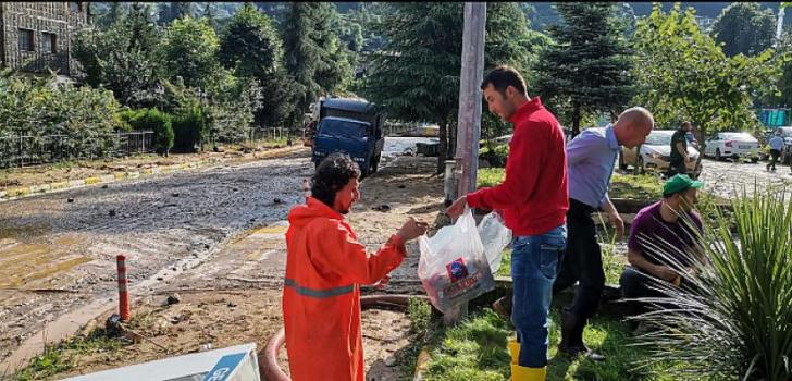 Kızılay Rize'de Selden Etkilenen Vatandaşlar İçin Teyakkuzda