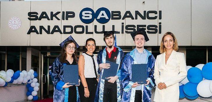 Sakıp Sabancı Anadolu Lisesi'nin başarılı öğrencileri ödüllendirildi!