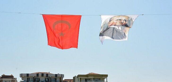 Aliağa, Büyük Zafer İçin Bayraklarla Donatıldı