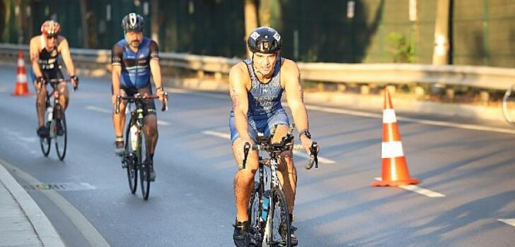 Dünyanın ilk Kıtalararası Triatlon Yarışması İstanbul Oral B Boğaziçi Triatlonu gerçekleşti