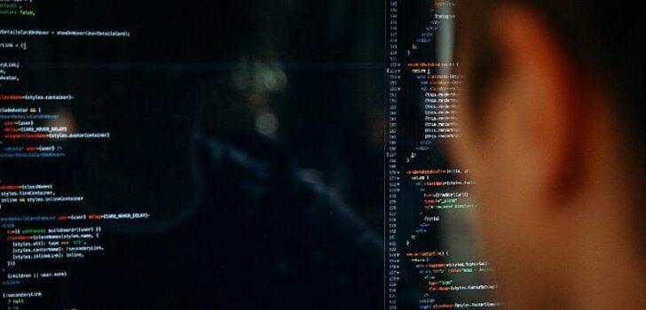 Felece geleceğe yön verecek yazılımcılar yetiştiriyor