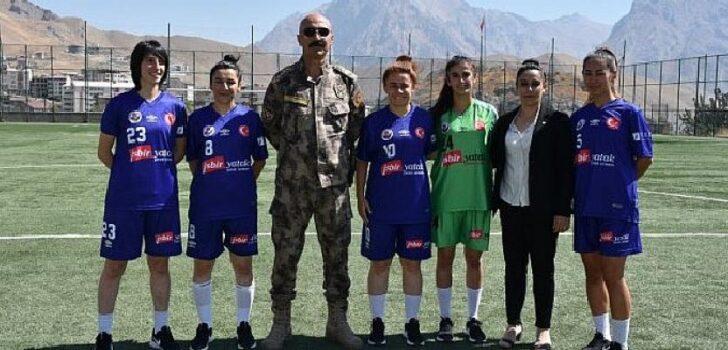 Hakkarigücü Kadın Futbol Takımı'nın yeni sponsoru İŞBİR Yatak