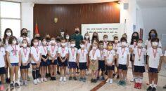 Rektör Hotar, okullarına kavuşan miniklerle buluştu